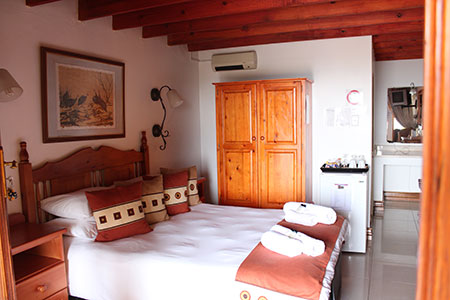 mont-paradiso-guesthouse-accommodation-room-1
